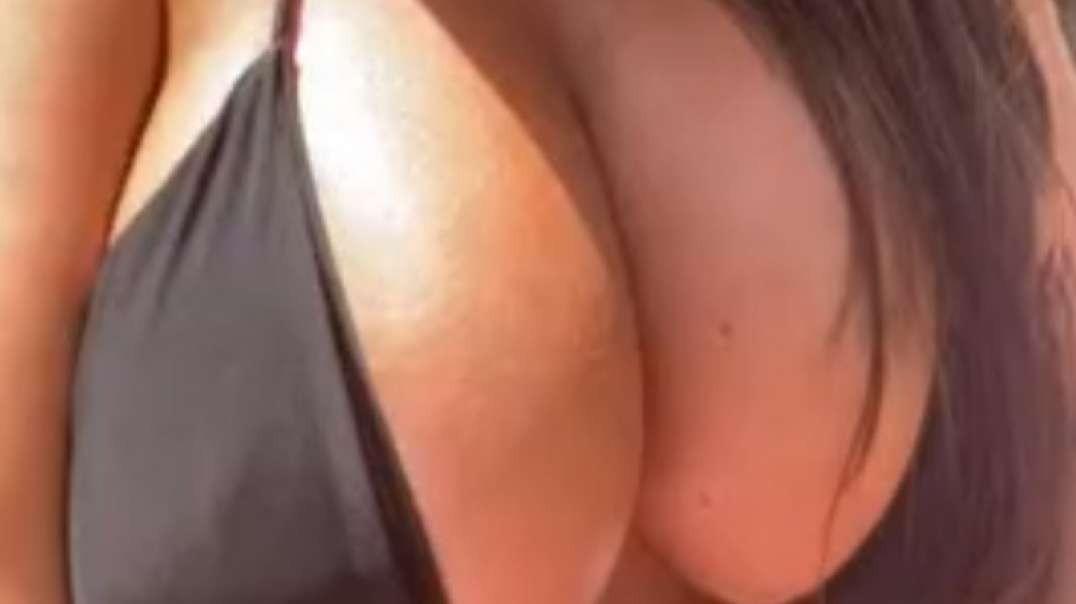 Leia Jones Tiktok bouncing her big titties xxxleiajonesxxx