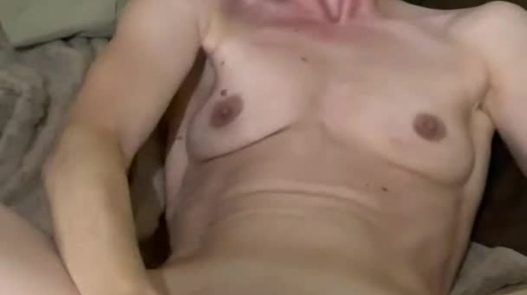 Flat tittied whore fucks herself