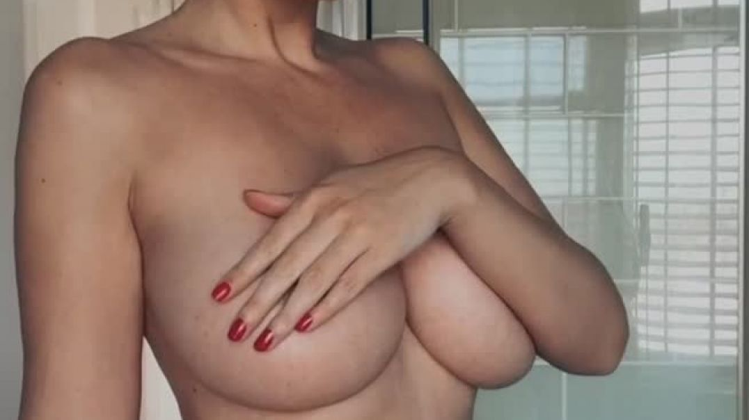 Big natural tits and a little wave
